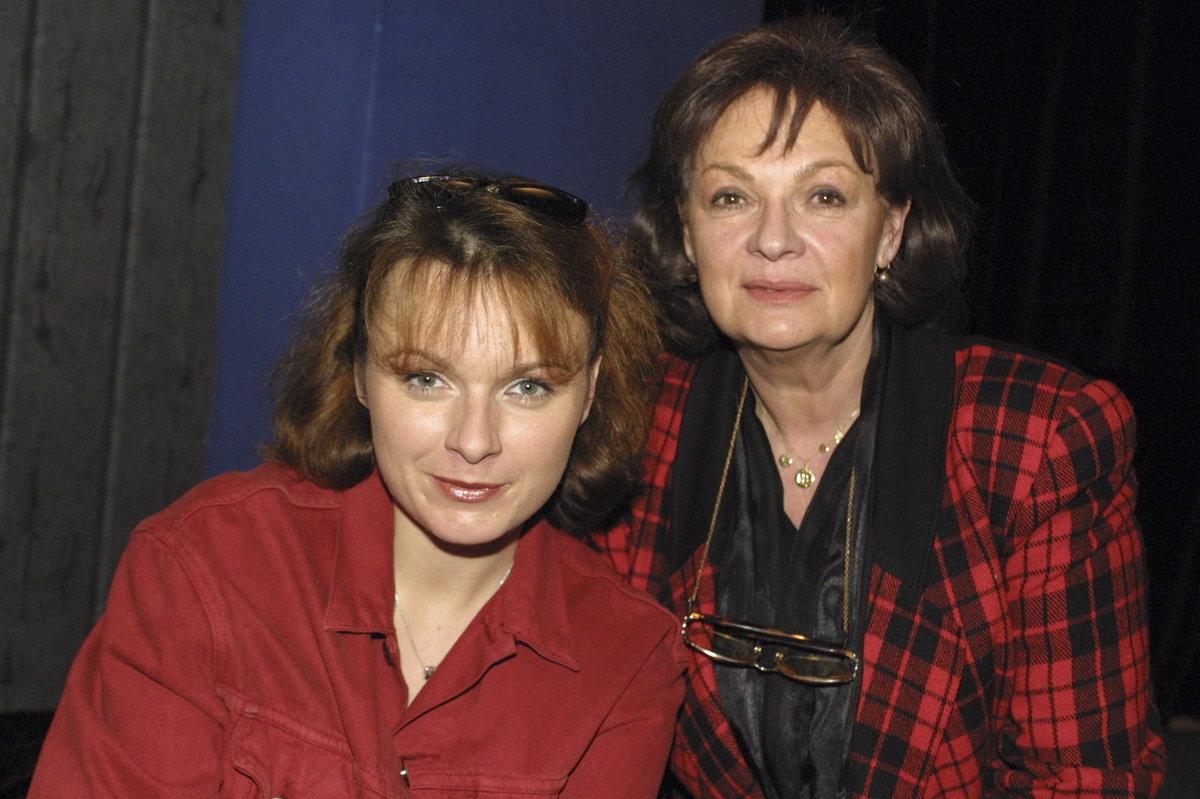 Barbora Munzarová s matkou Janou Hlaváčovou v roce 2002.
