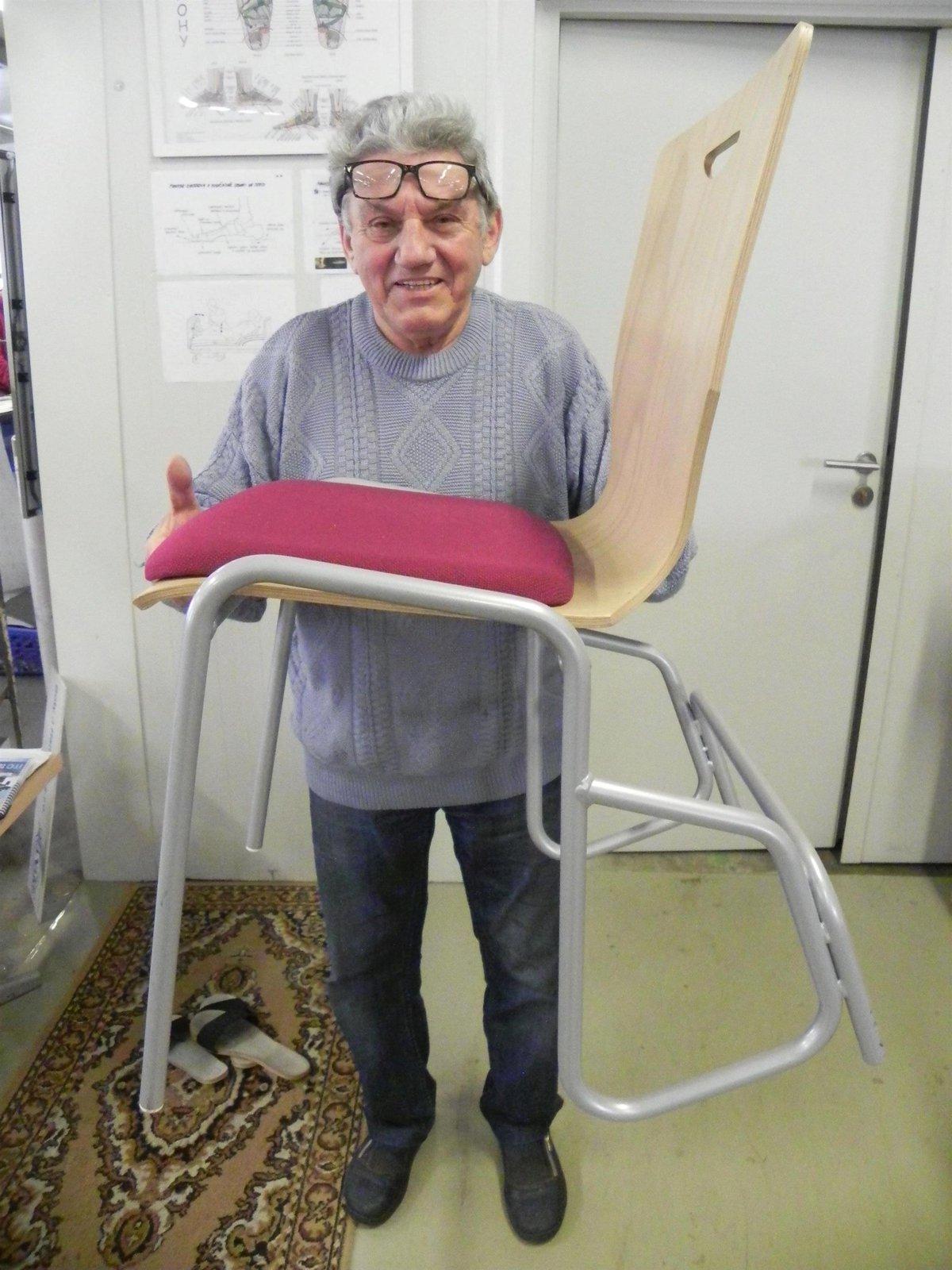 Procvičovací židle šestinožka, další Hanákův vynález. Je určena lidem, kteří nemohou ujít delší trasy, například zdravotně postiženým.