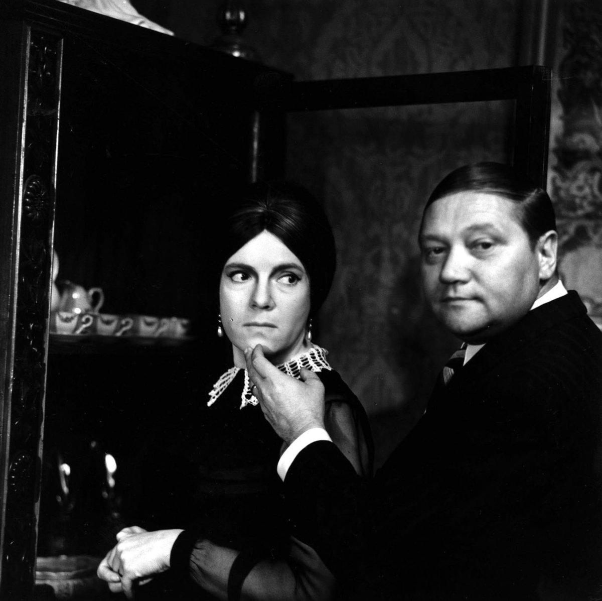 1968: Rudolf Hrušínský a Vlasta Chramostová ve filmu Spalovač mrtvol