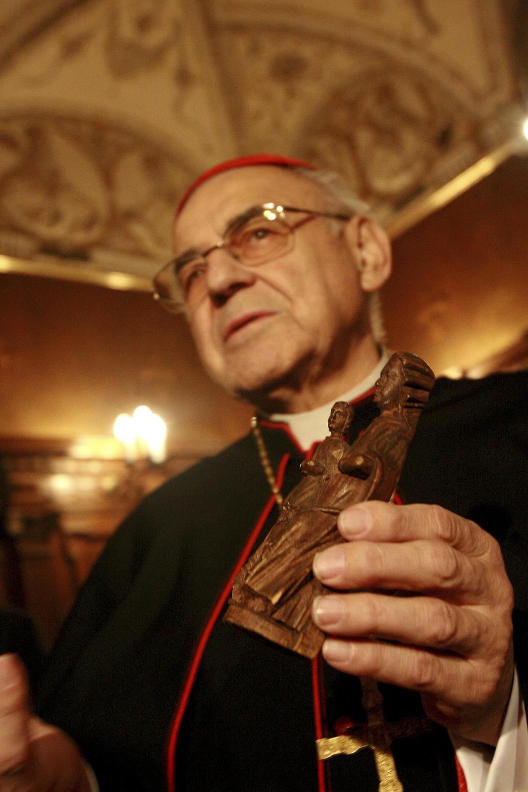 Kardinál Vlk podlehl rakovině. Z plic se rozšířila do kostí, se smrtí byl smířený
