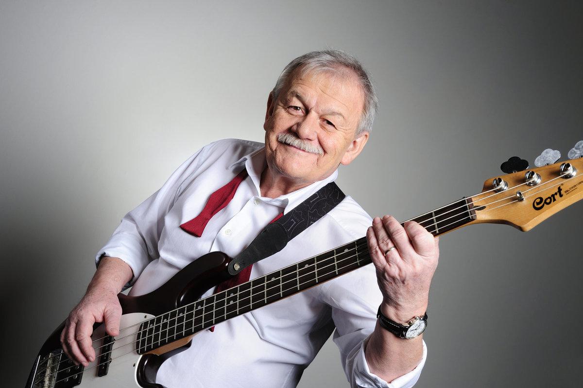 Karel Šíp začínal jako baskytarista.