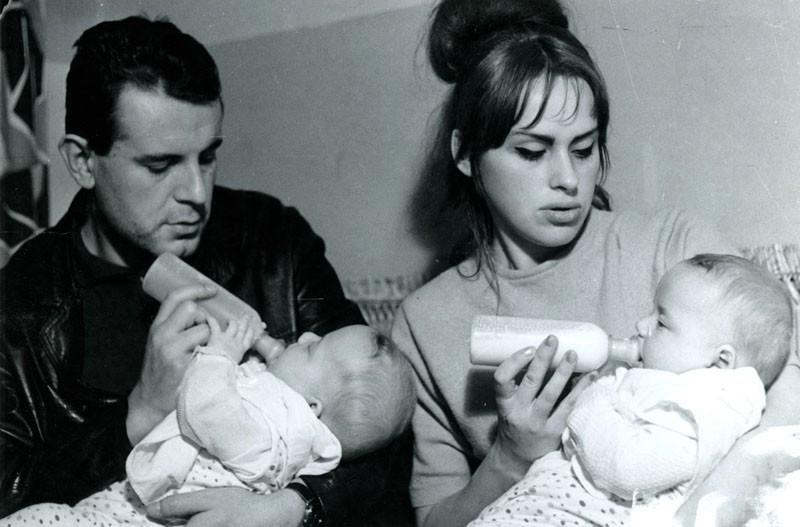 1964: Táta krmí Petra a máma Matěje. Nebo naopak?