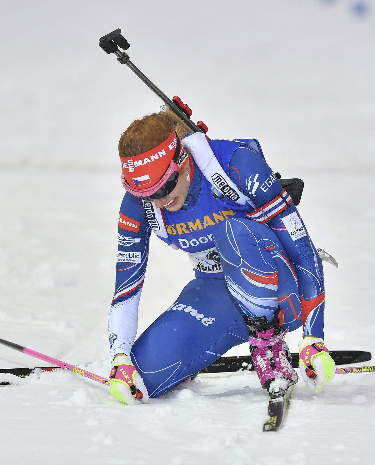 Zničená Gabriela Koukalová v cíli štafety biatlonistek na MS. Bylo z toho čtvrté místo.