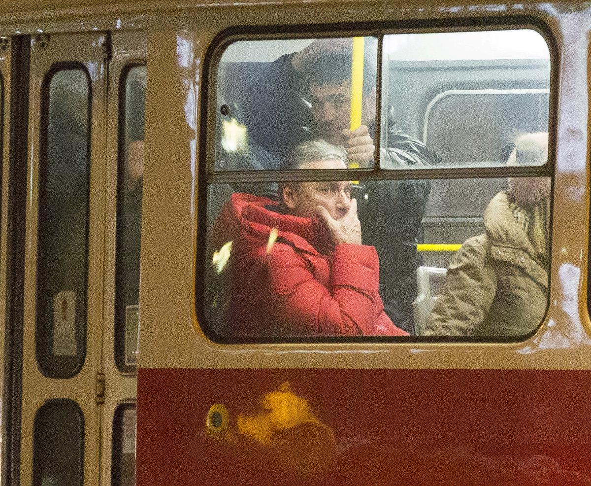 Jan Čenský v tramvaji.