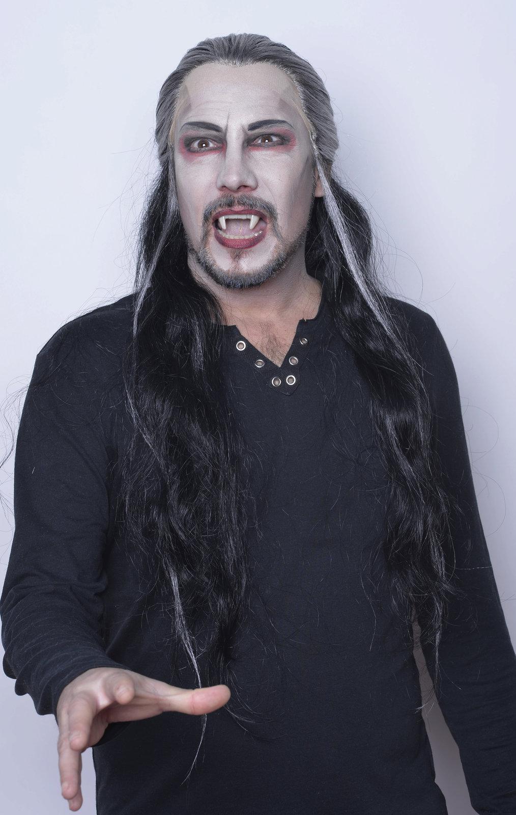 V muzikálu Ples upírů hraje krvelačného hraběte Krolocka.
