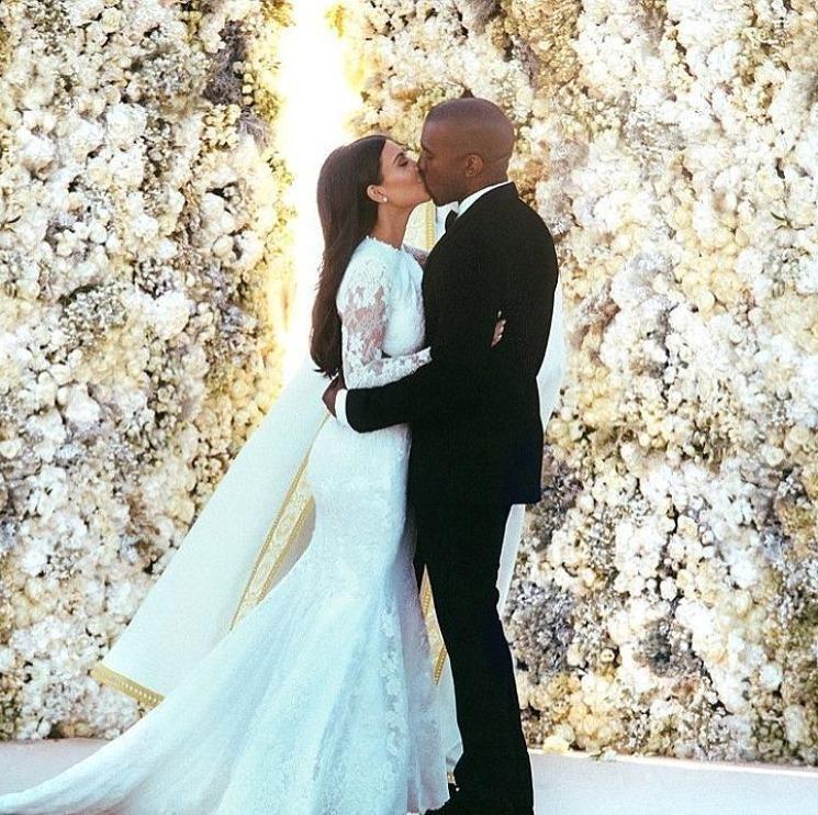 Na svatební obřad Kim Kardashianové a Kanye Westa padlo dvanáct milionů dolarů.