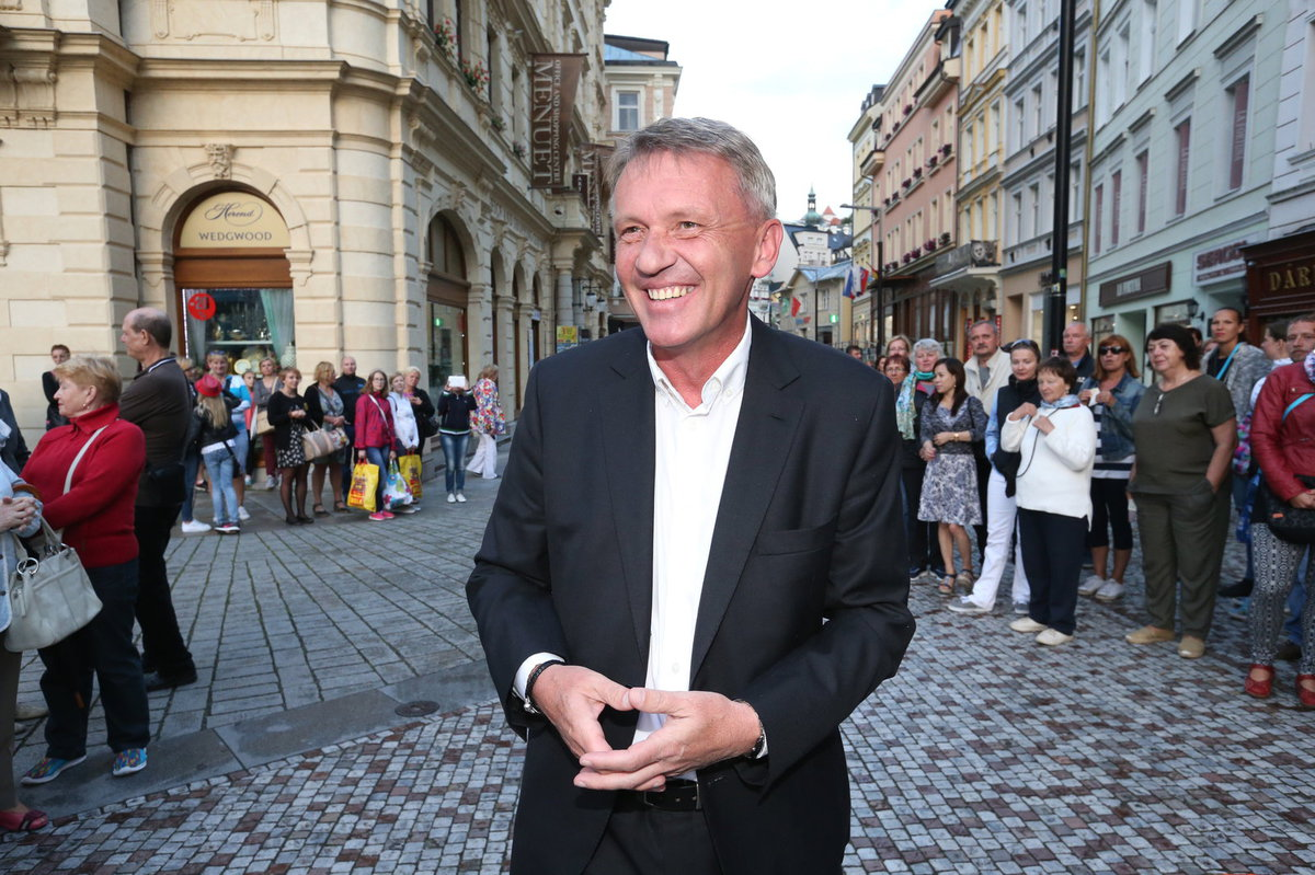 Kněz Zbigniew Czendlik, jeden z kandidátů na radního v Českém rozhlasu