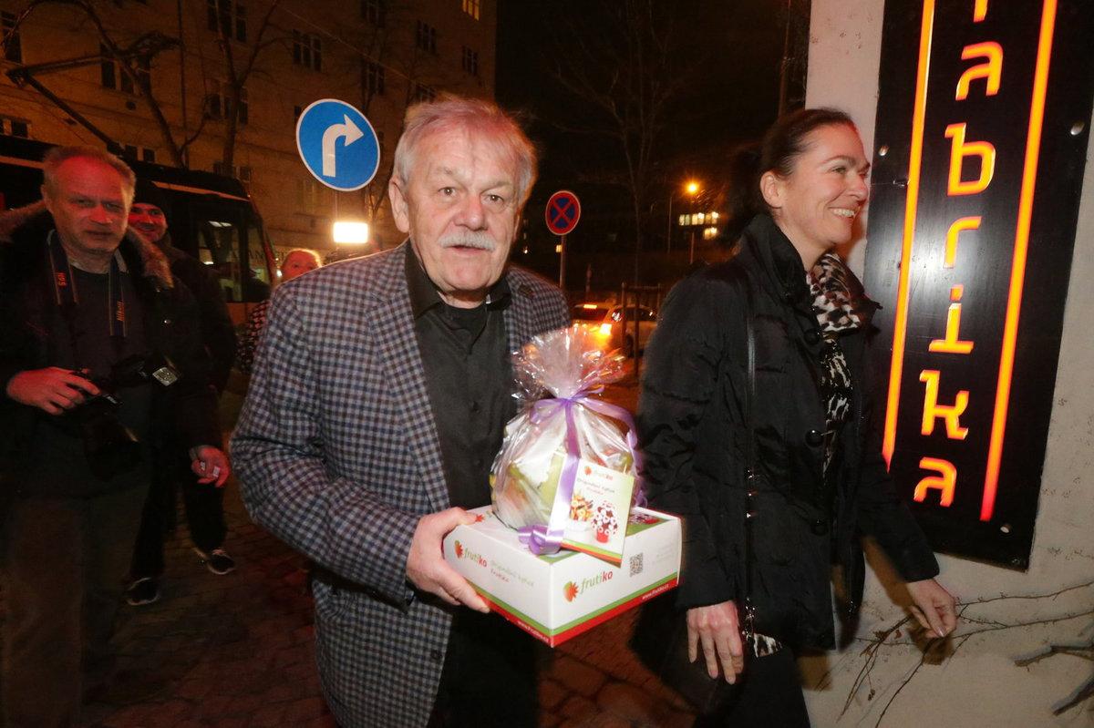 Jiří Bartoška slaví narozeniny, přišlo mu popřát hodně gratulantů, i Karel Šíp