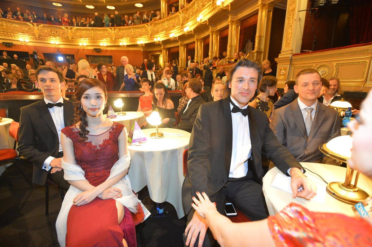 Thomas Weinhappel (vpravo) získal cenu Thálie za roli Hamleta.