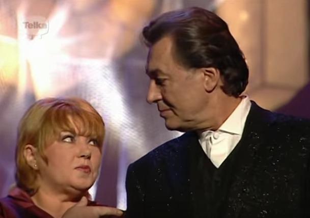 Na silvestrovském vystoupení na Nově z roku 2000 se sešli i Karel Gott a Věra Špinarová.