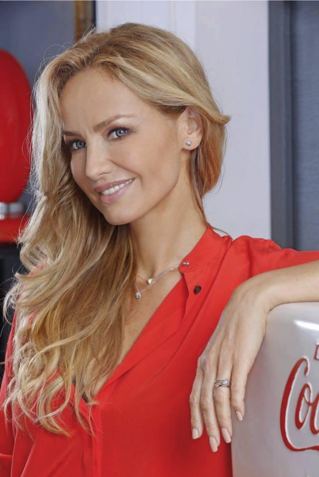 Adrina Sklenaříková vypadá úplně jinak.