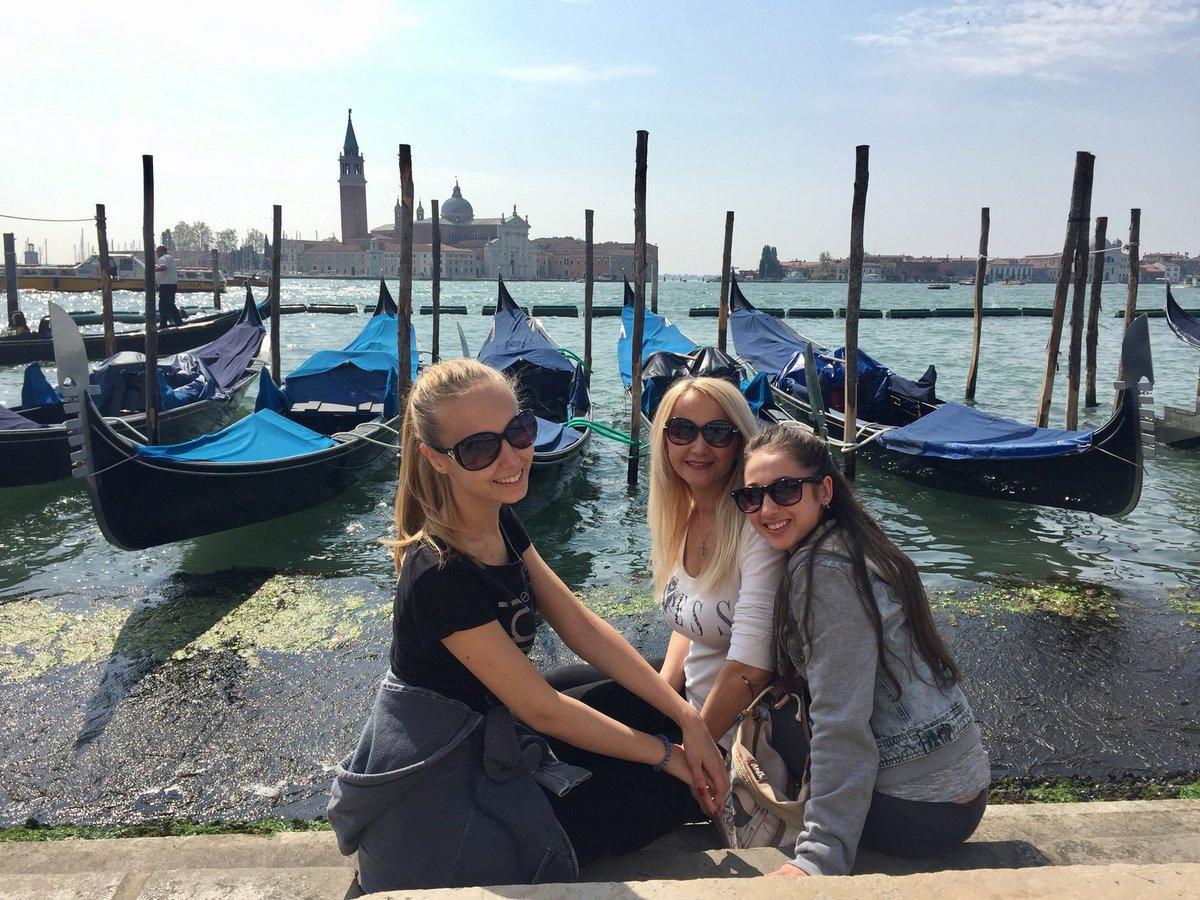 Na druhé výročí úmrtí manžela odjela Šárka Grossová s dcerami vzpomínat do Benátek.