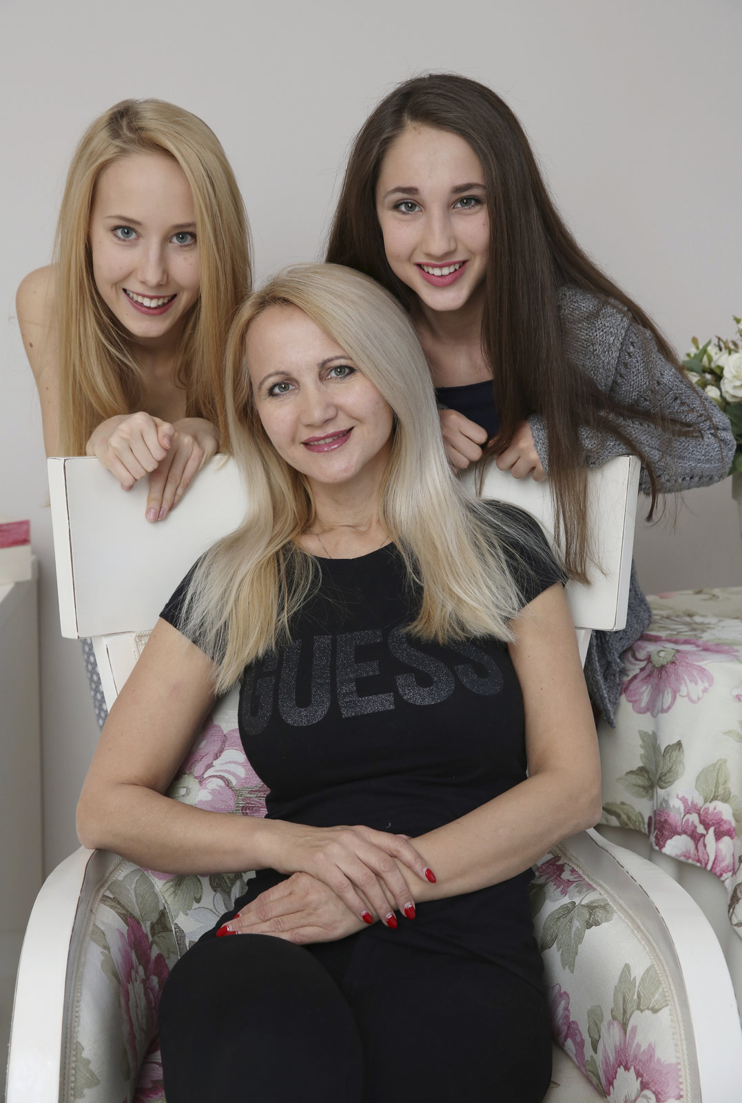 Šárka Grossová s dcerami Denisou (vlevo) a Natálkou (vlevo)