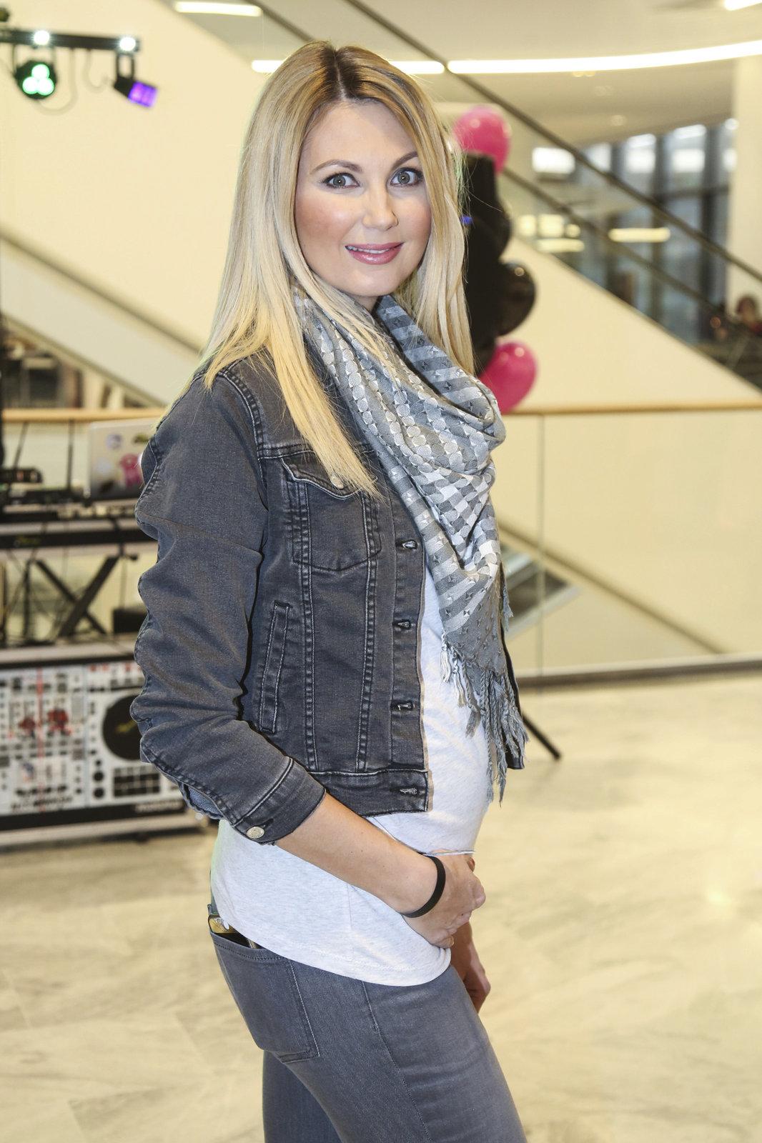 Sandra Parmová v šestém měsíci těhotenství