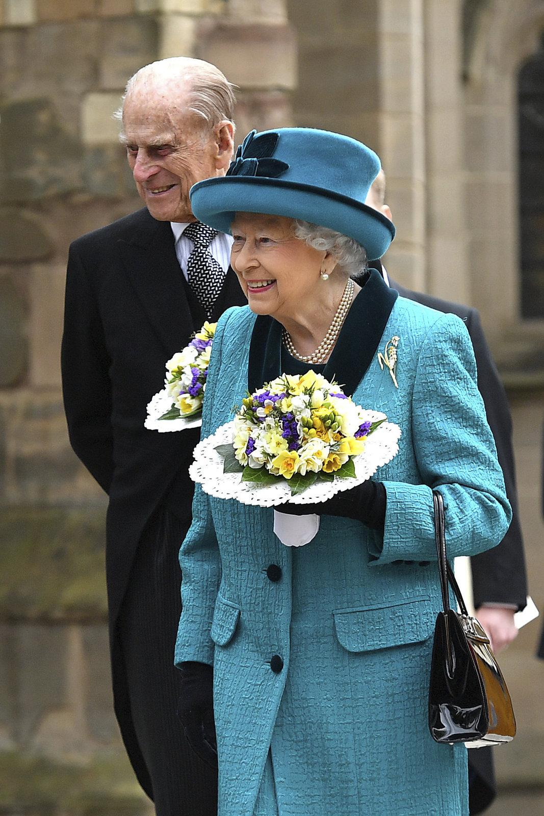 Philip s Alžbětou na letošní velikonoční bohoslužbě ve Windsoru.