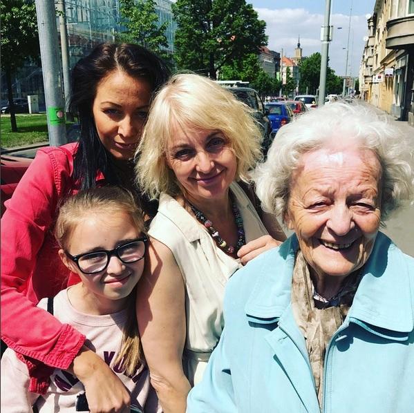 Žilková s maminku a dcerami Agátkou a Kordulkou