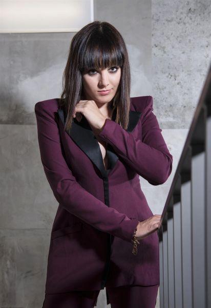 Hit americké zpěvačky Meghan Trainor All About That Bass zpívá Ewa Farna pod vtipným názvem Boky jako stříň.