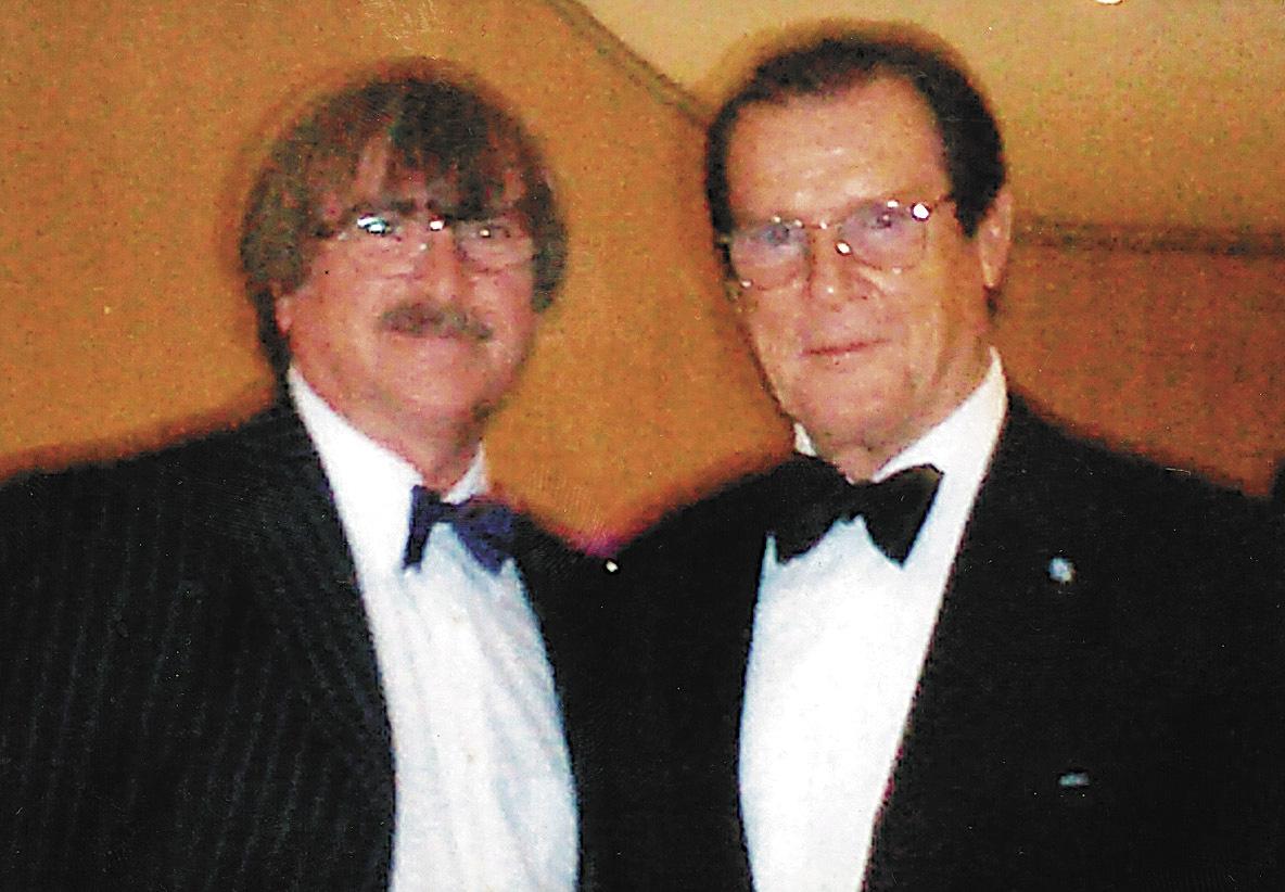 Karel na setkání s Rogerem Moorem pořád vzpomíná.