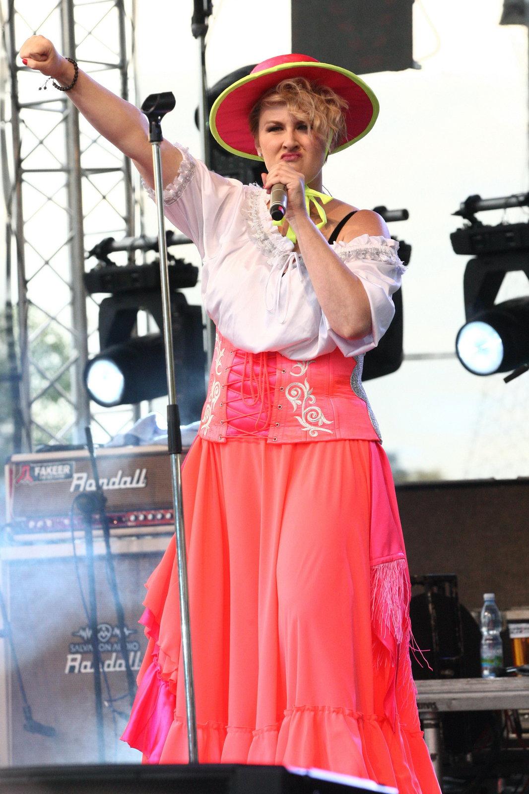 Tereza Černochová řádila na pódium.