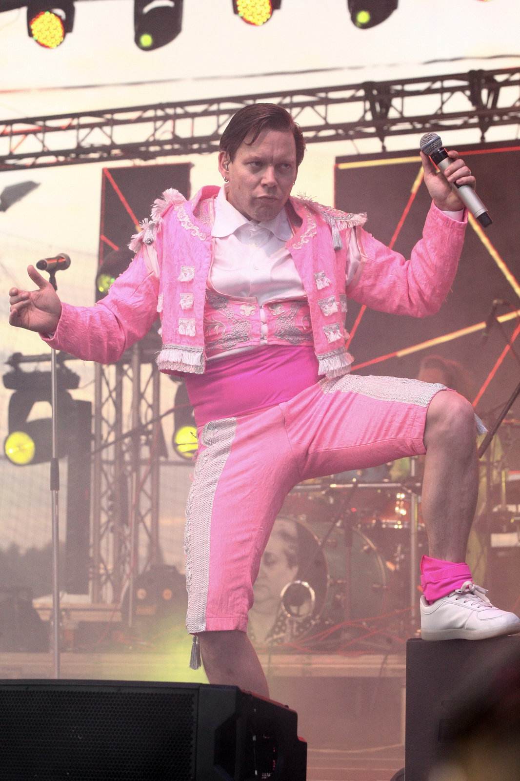 Matěj Ruppert v šíleném růžovém kostýmu