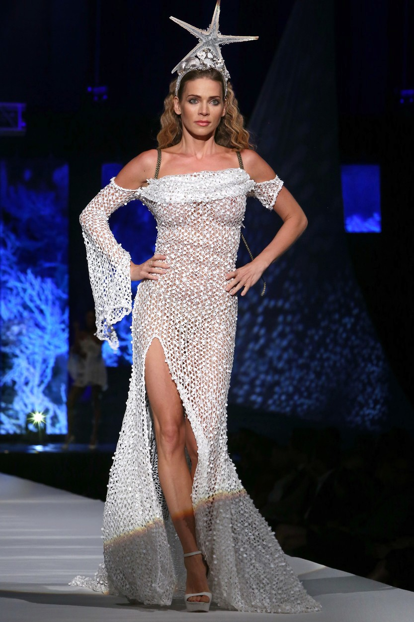 Andrea Verešová ukázala bradavky v průhledných šatech.