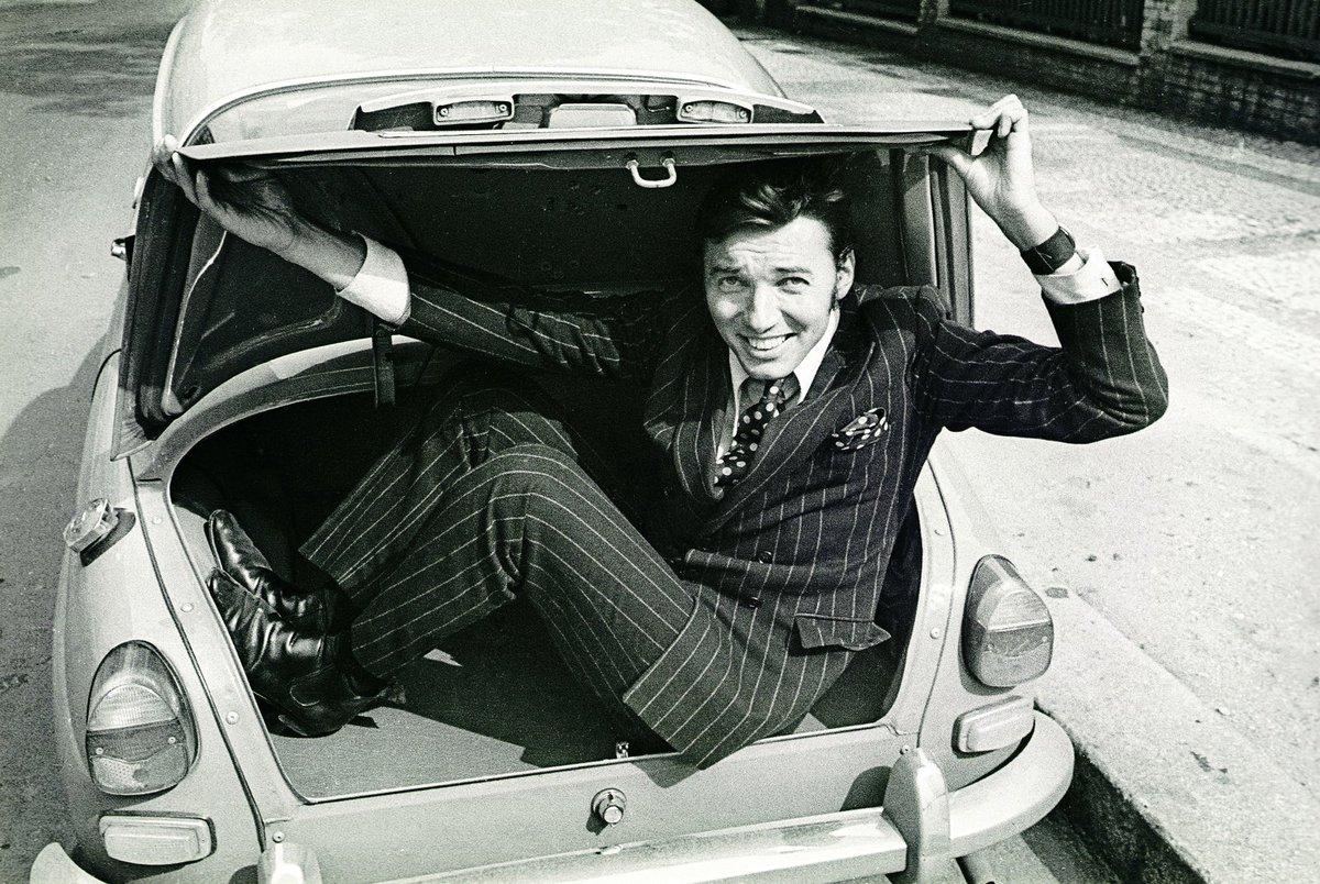 Koncem 60. let se do Československa začala dovážet auta švédské automobilky Saab. Jedno z nich patřilo právě Karlu Gottovi. Bylo zároveň teprve čtvrtým exemplářem v Československu.