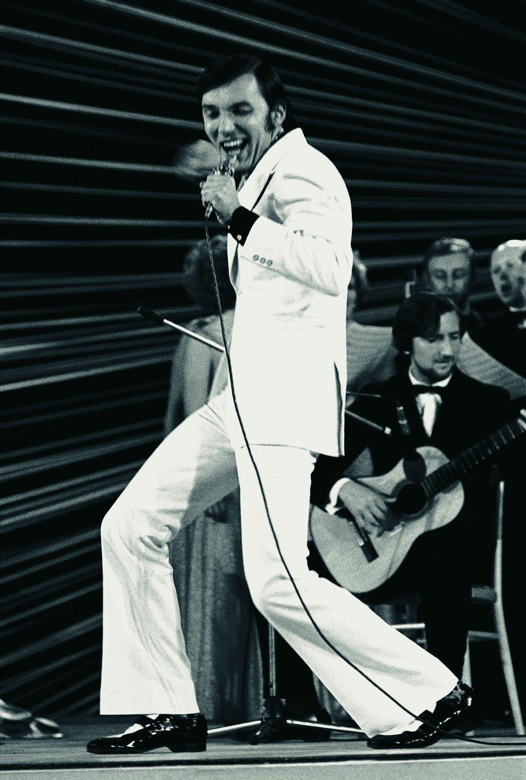 Na hudební soutěži Bratislavská lyra získal Karel Gott v roce 1969 bronzovou cenu s písničkou Jaromíra Klempíře a Jiřího Štaidla Hej, páni konšelé. Na jeho vystoupení reagoval i Gustáv Husák, který veřejně pranýřoval text písně i Gotta.