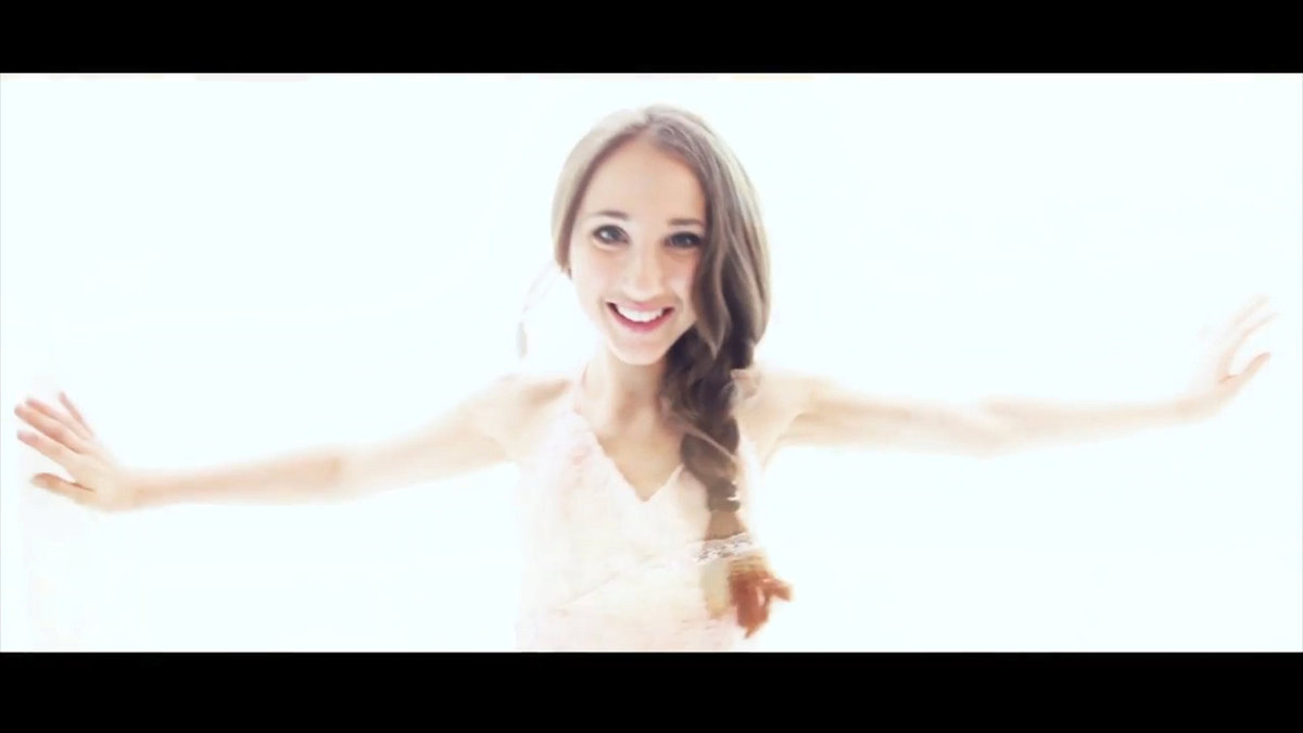 2017 Videoklip natáčela Natálka u moře.