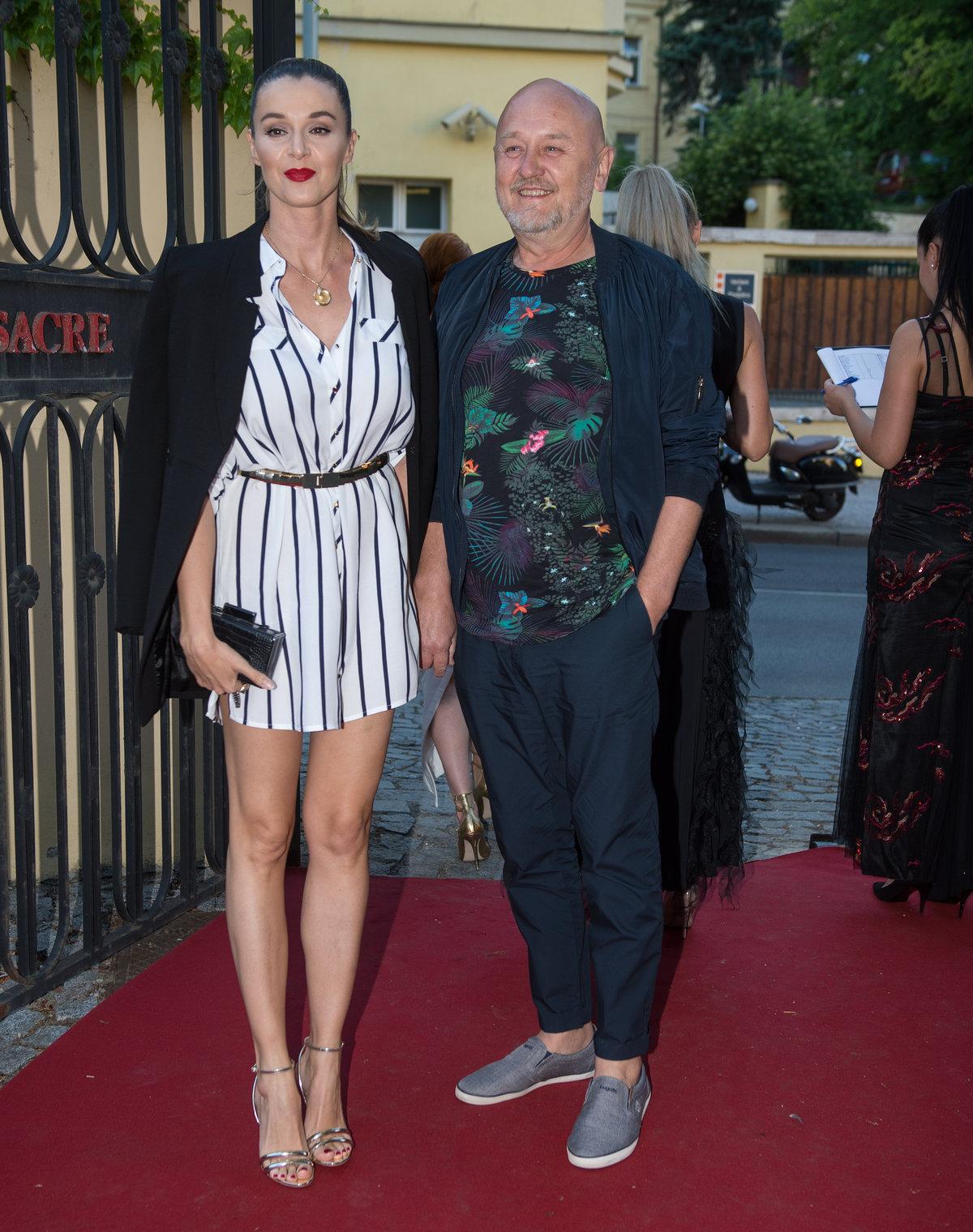 Iva Kubelková s manželem na křtu klipu Ladislava Bubnára