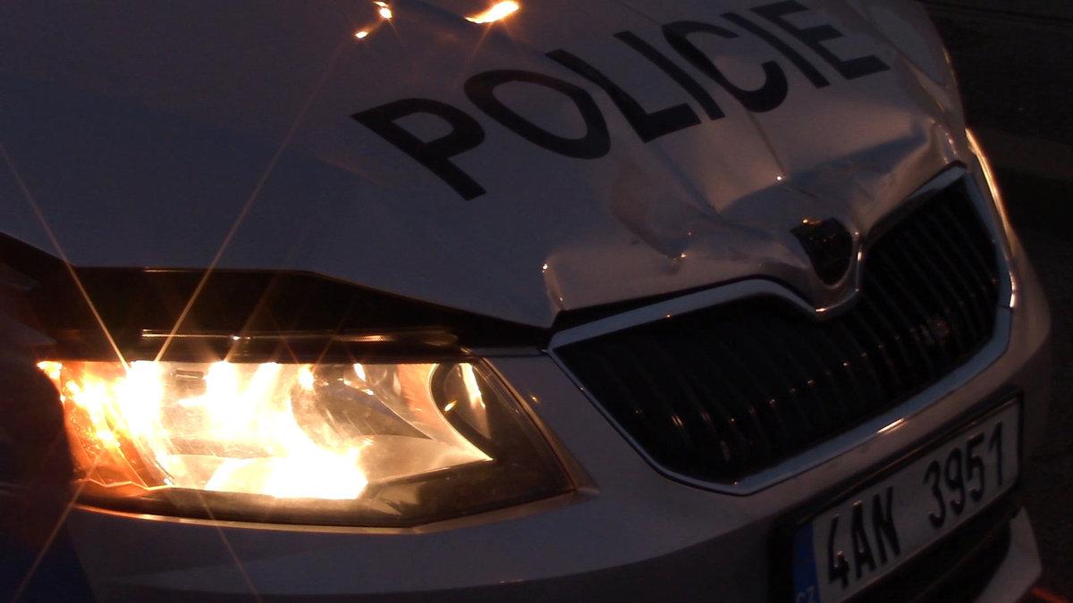 Nabouraný policejní vůz.