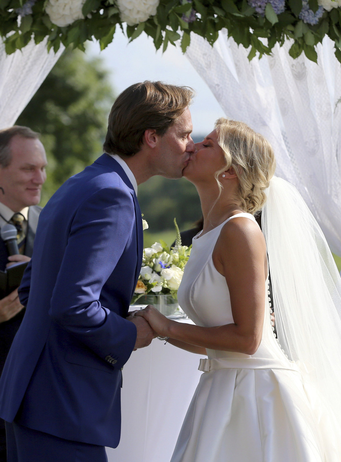 Mláásk! Tak chutná novomanželský polibek.