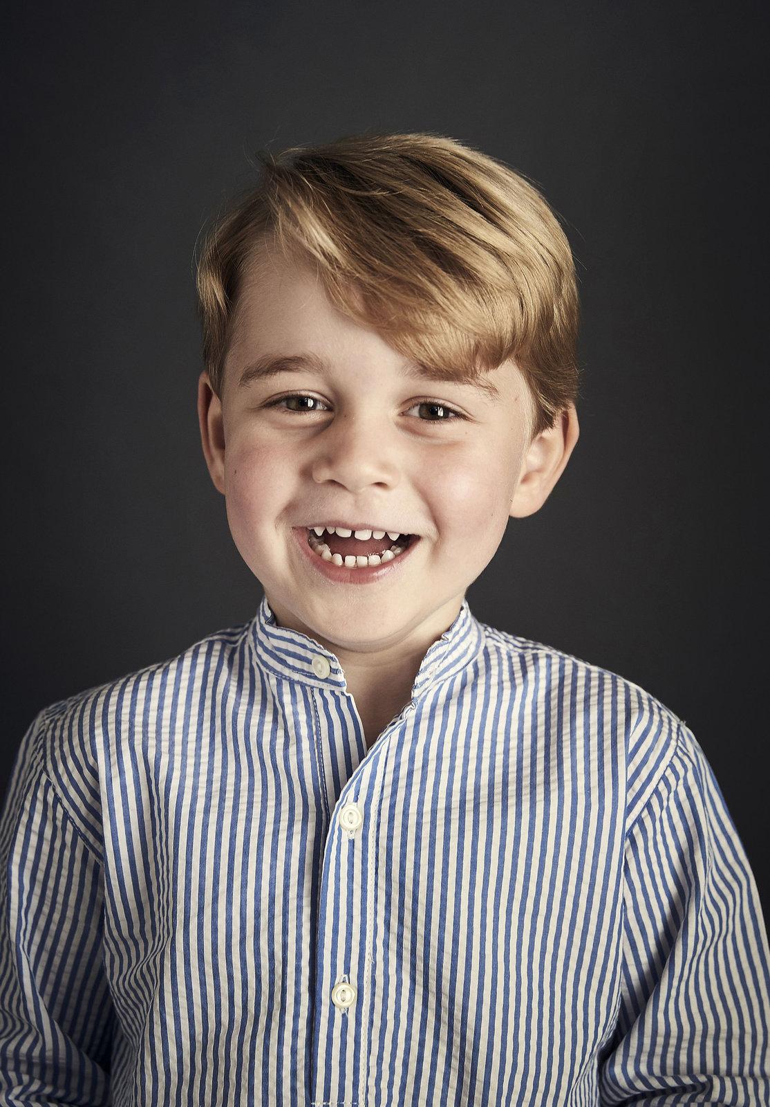 Oficiální portrét prince George u příležitosti jeho 4. narozenin