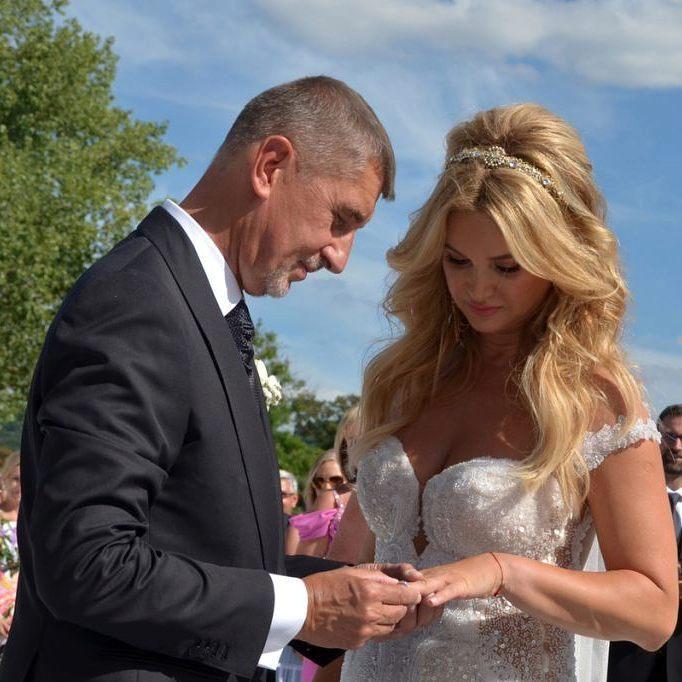 Svatba Moniky a Andreje Babišovch proběhla samozřejmě na Čapím hnízdě