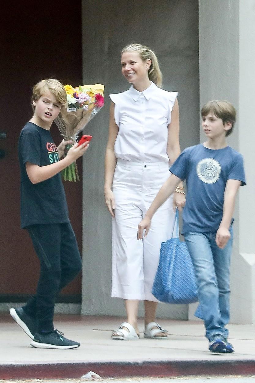 Gwyneth Paltrow s dcerou Apple a synem Moses.