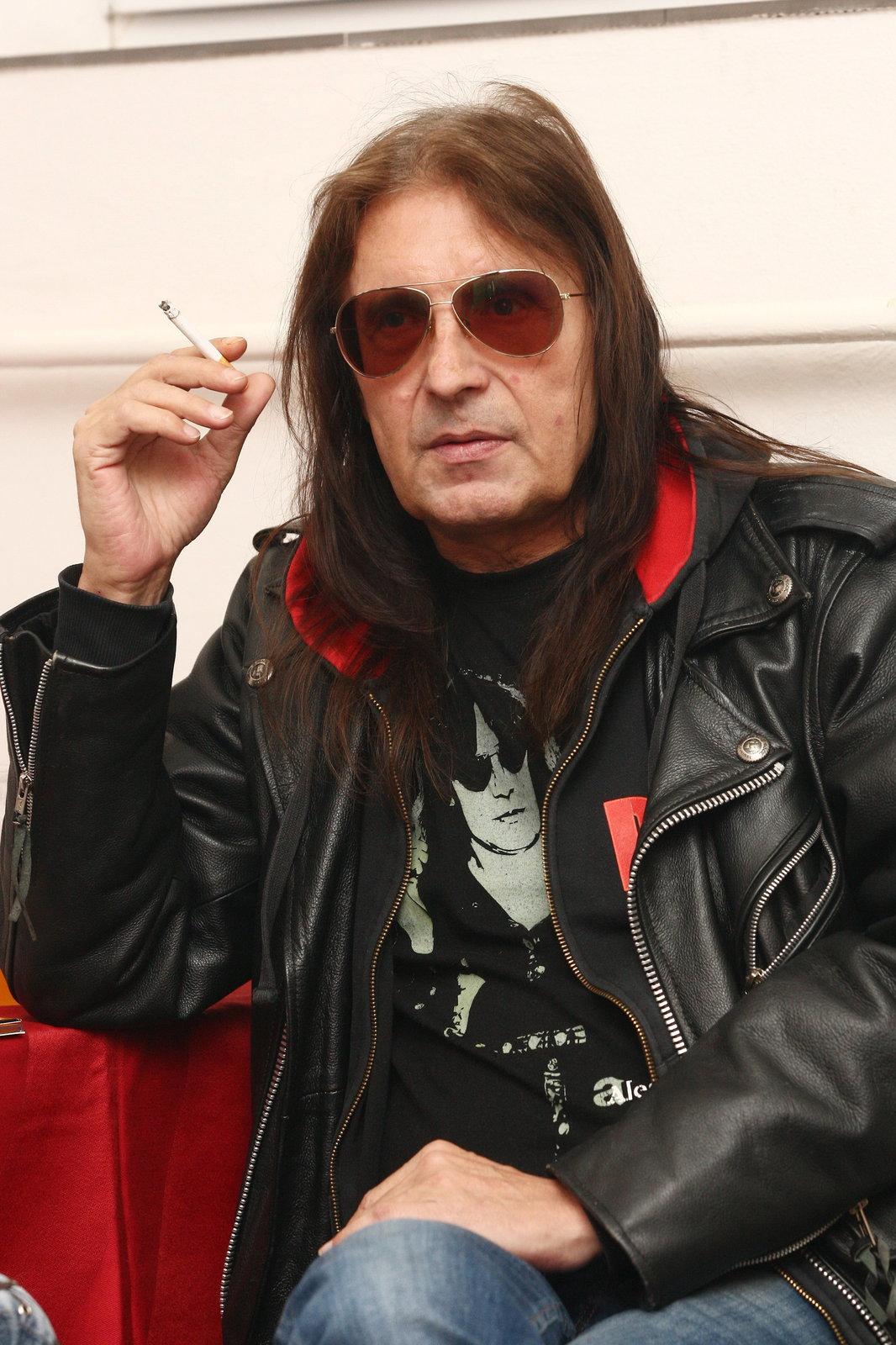Kouření mu způsobilo zdravotní problémy.