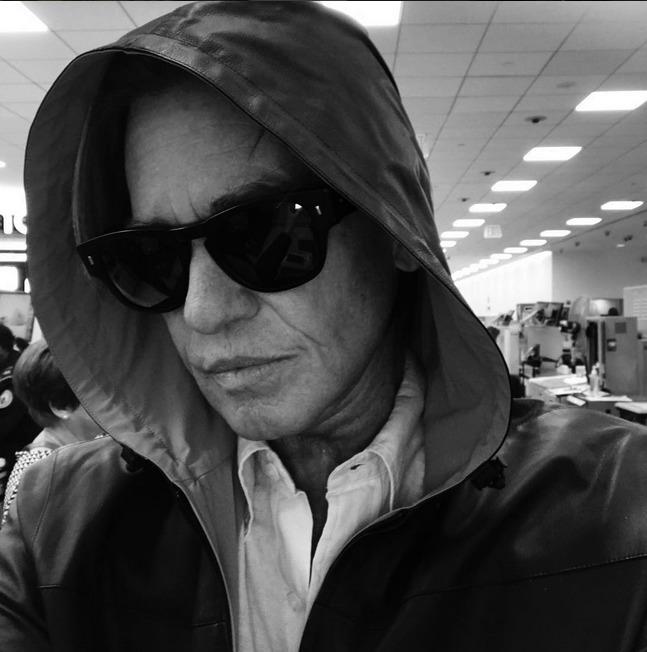 Val Kilmerovi (59) se před třemi roky musel potýkat s rakovinou hrtanu.