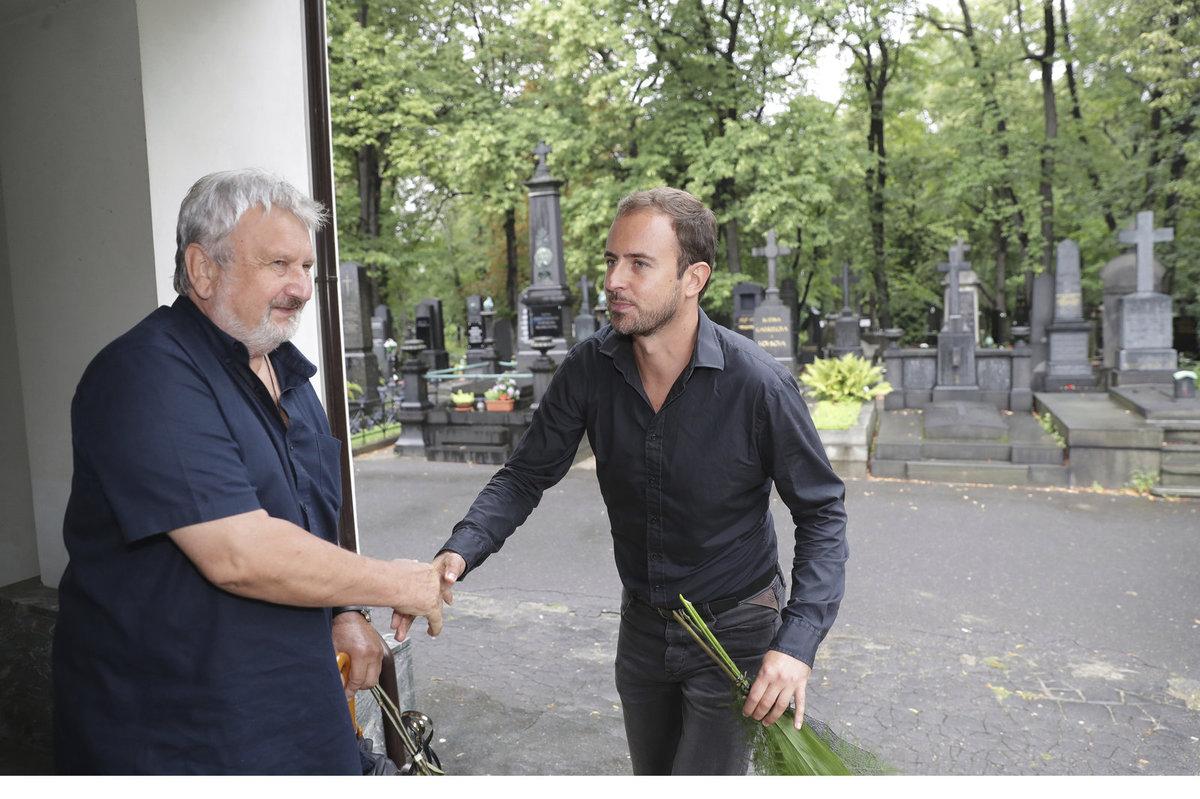 Jan Cimický se zdravil s muzikálovým hercem Miroslavem Hrabě.