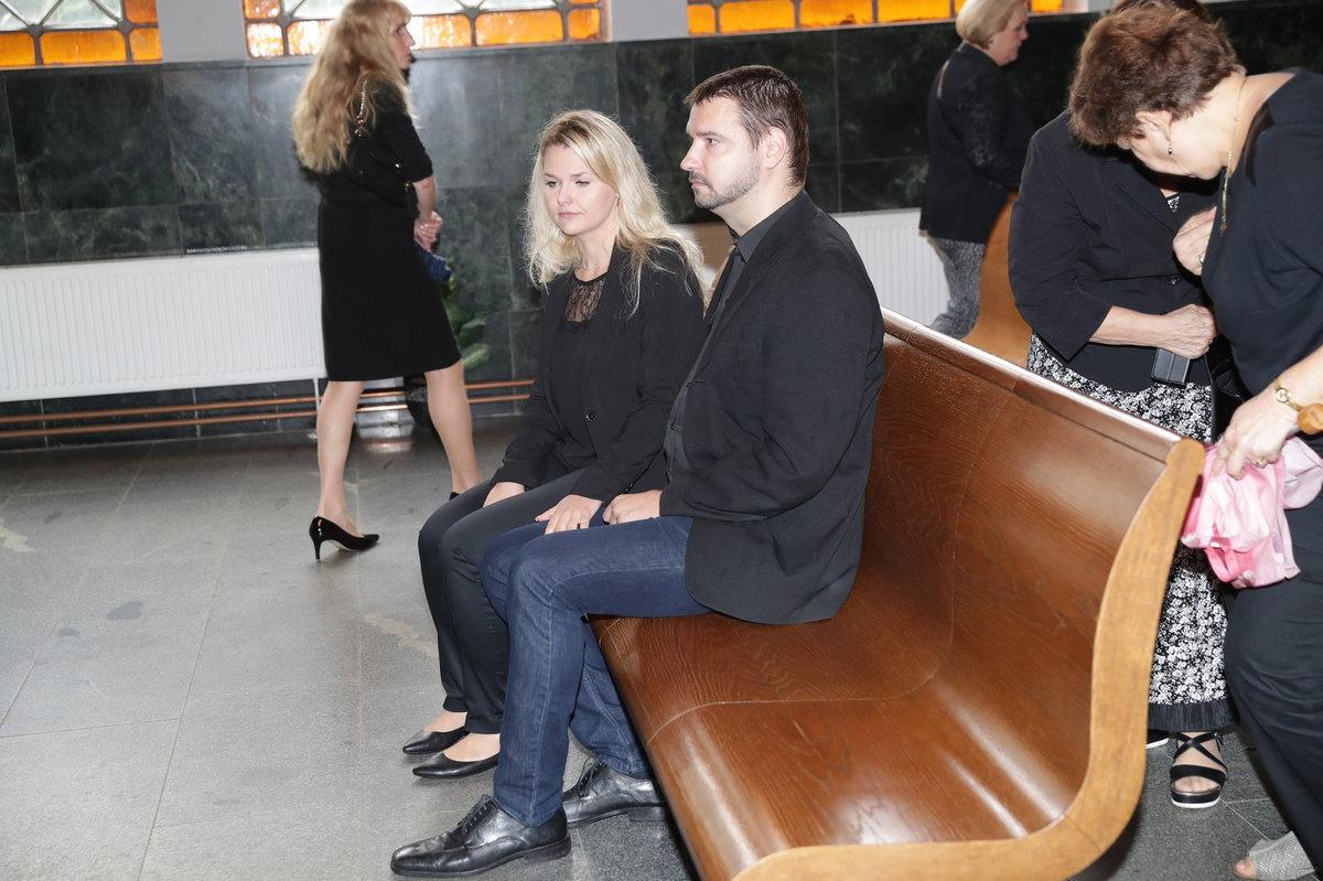 Pozůstalý syn Vilém Besser s přítelkyní Petrou.