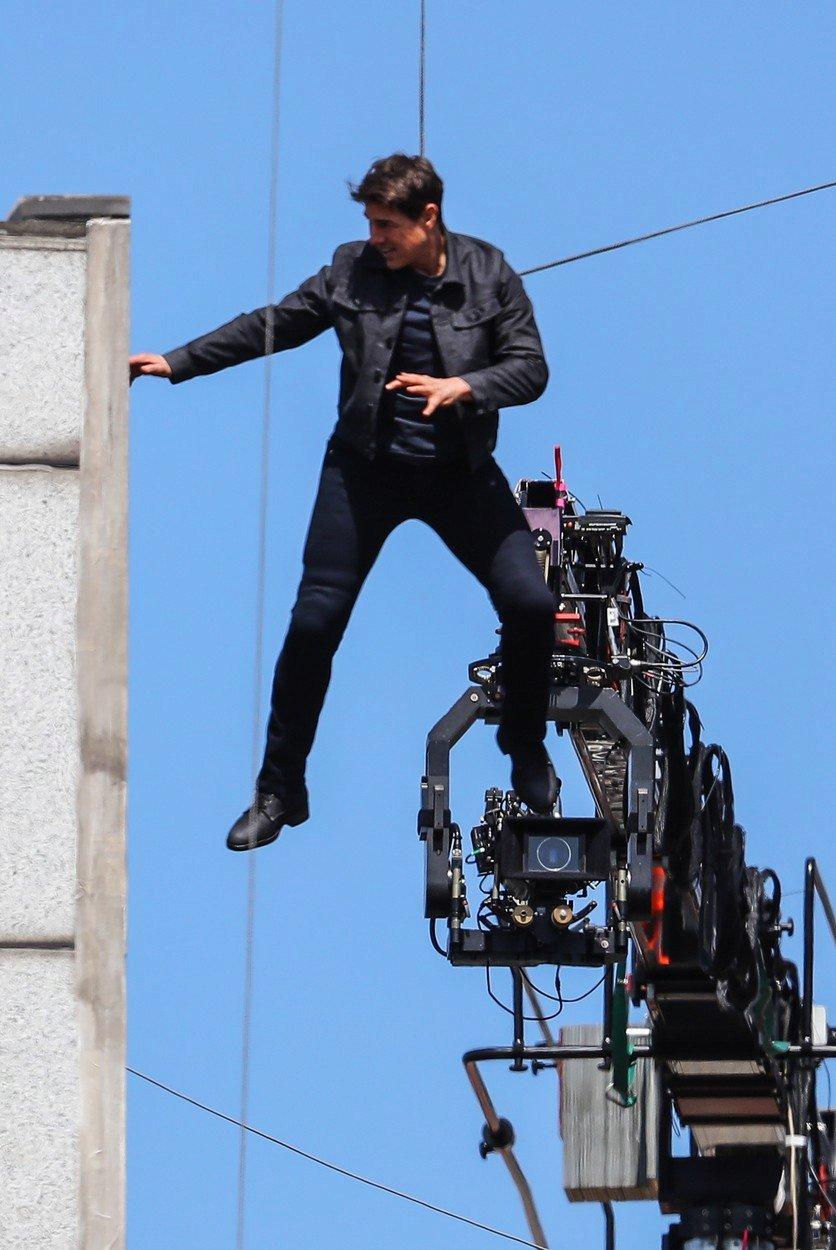Tom Cruise všechny nebezpečné scény natáčí sám bez dubléra.