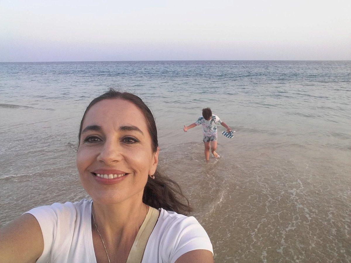 Míša Kuklová na pláži se synem