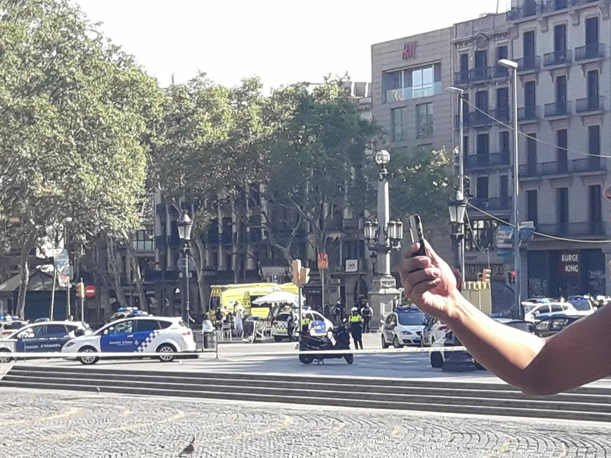do lidí v Barceloně najela dodávka