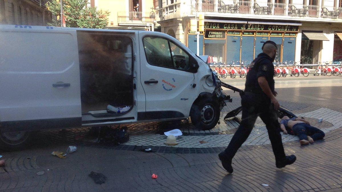 V Barceloně vjelo auto do lidí