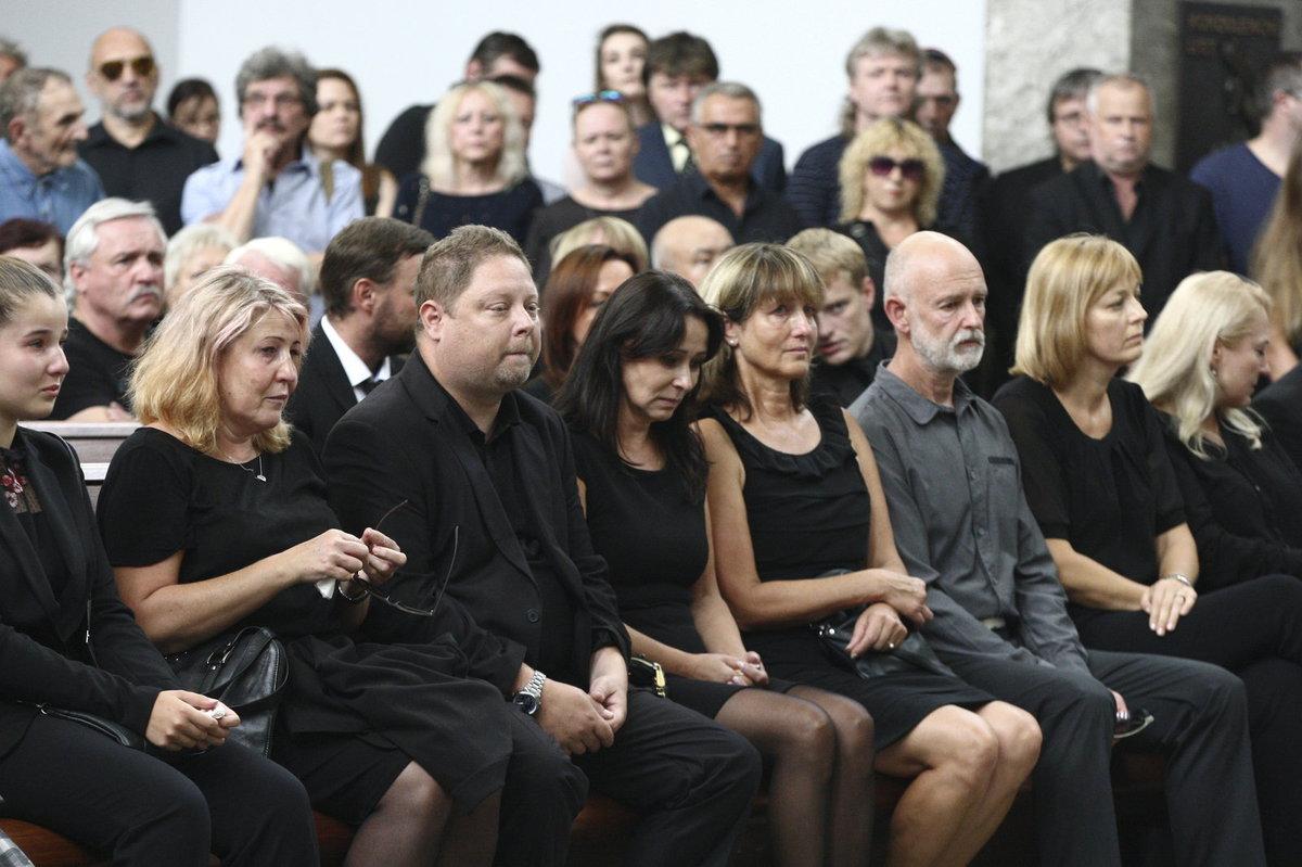 Heidi Janků se na pohřbu manžela neudržela a rozplakala se.