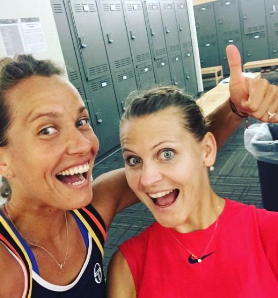 Barbora Strýcová slaví spolu s Lucií Šafářovou výhru i fakt, že druhá jmenovaná se stane v pondělí světovou jedničkou ve čtyřhře