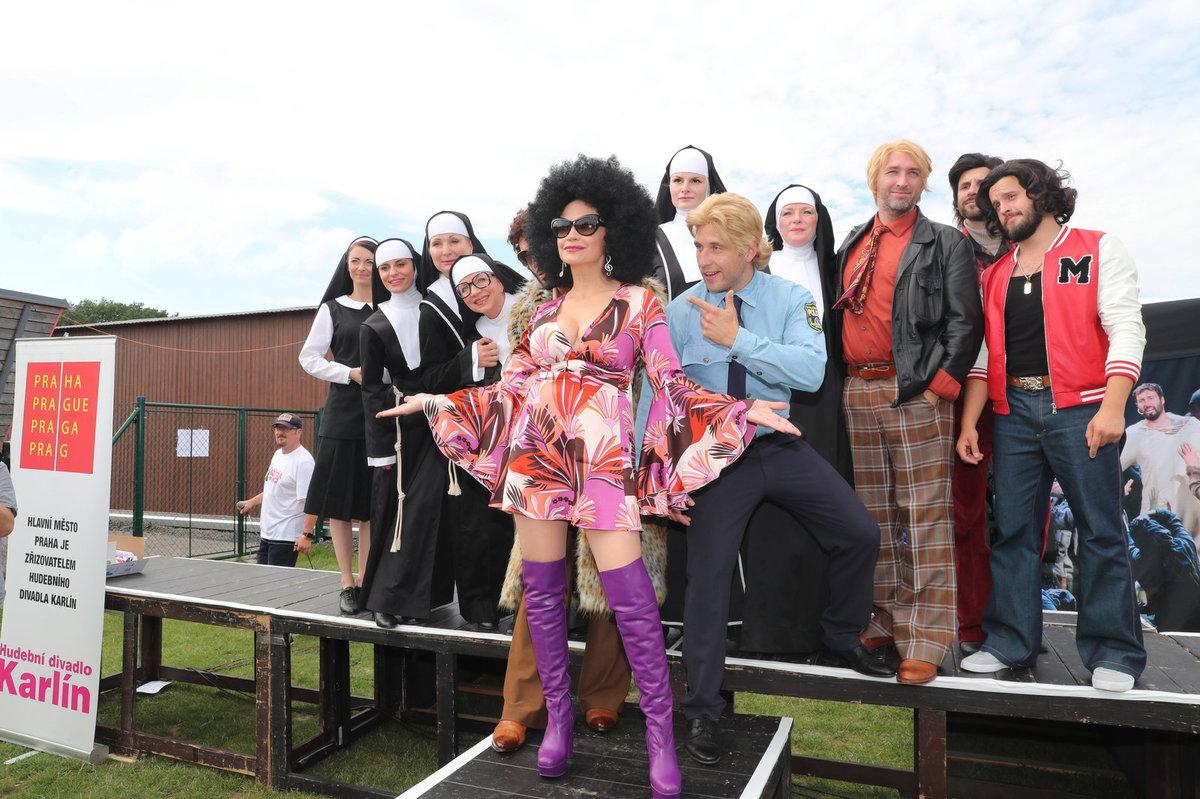Setkání zpěváků z muzikálu Sestra v akci v čele s Lucií Bílou.