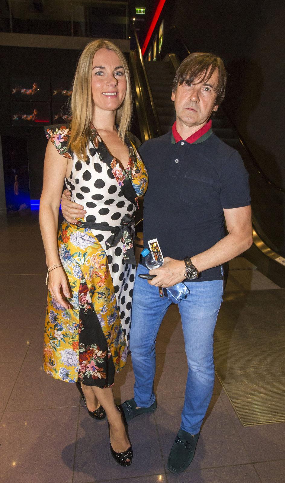 Karla Mráčková s manželem v kině.