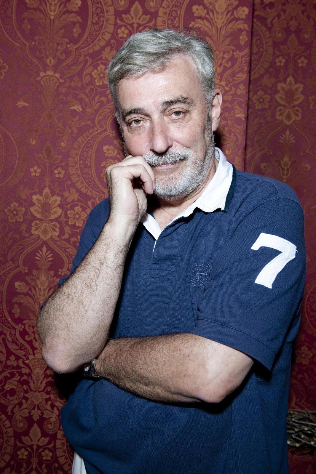 """""""Jsem chlapec narozený na Hané, který se řízením osudu dostal do Prahy, pak se ocitl v rádiu, ani vlastně neví jak..."""" říká sám o sobě."""