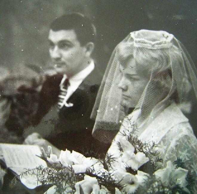 Svatba Evy Pilarové a hudebníka Milana Pilara se uskutečnila v roce 1960.