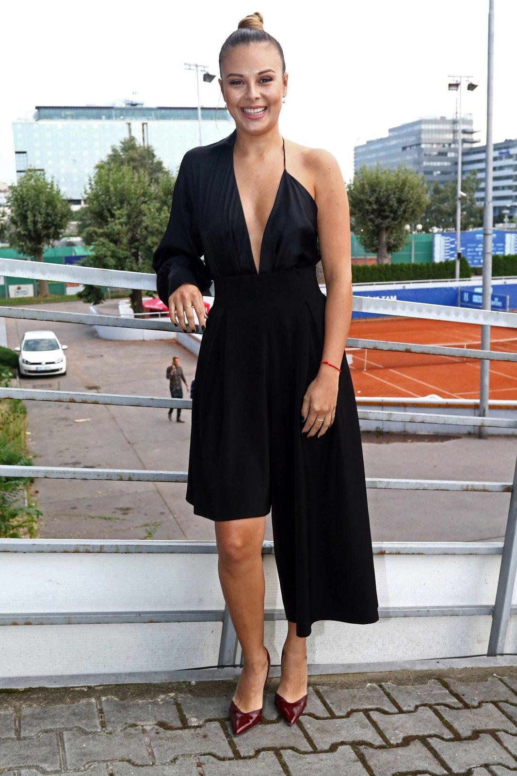 Monika Bagárová v modelu od Michaela Kováčika