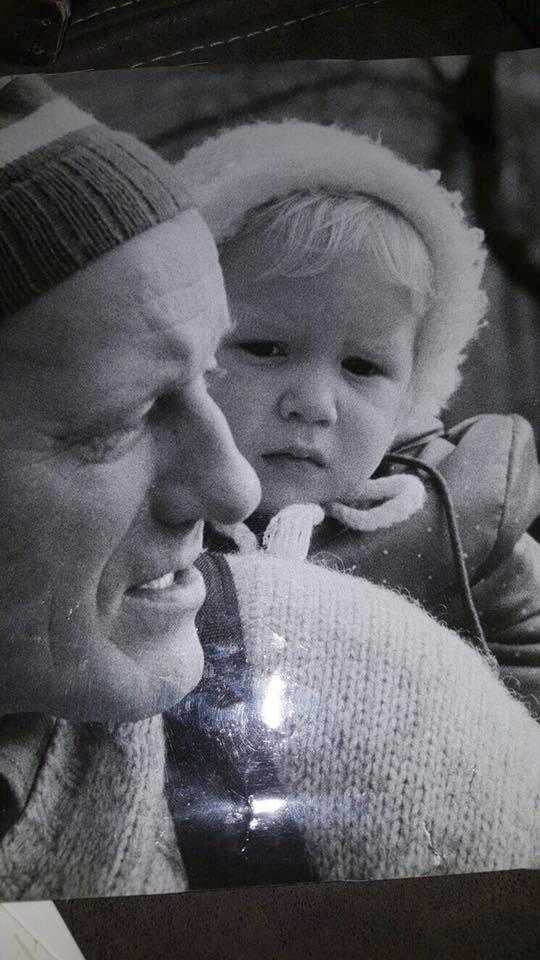 Ondřej Gregor Brzobohatý si na sociální síti vzpomněl na zesnulého tátu Radka Brzobohatého a sdílel archivní snímek.